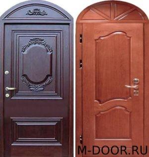 Стальная арочная дверь с отделкой массив