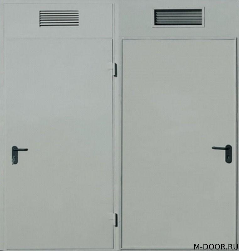 Техническая дверь со вставкой и решеткой сверху
